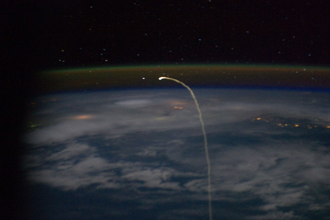 sts135reentry1