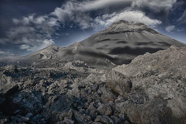 bhulse_volcano_bandw